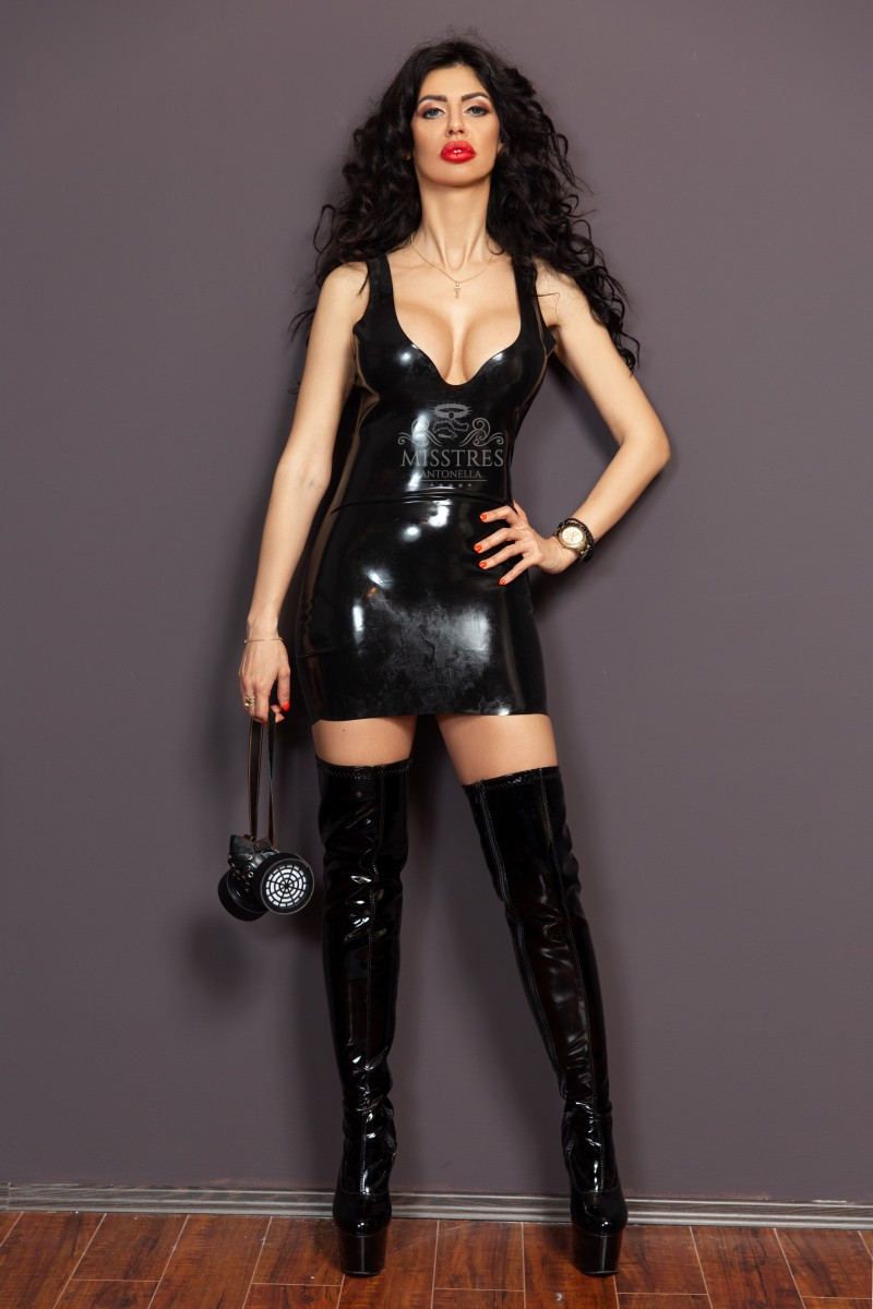 mistress-antonella-bdsm-latex-dress-and-gas-mask-for-slaves