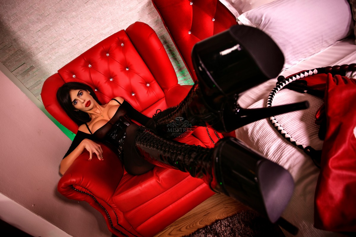mistress-antonella-on-red-leather-armchair-bdsm