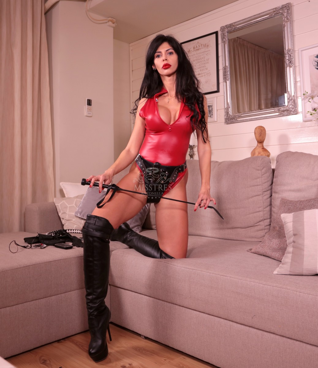 mistress-antonella-strap-on-and-whip-to-punish-sissy-men