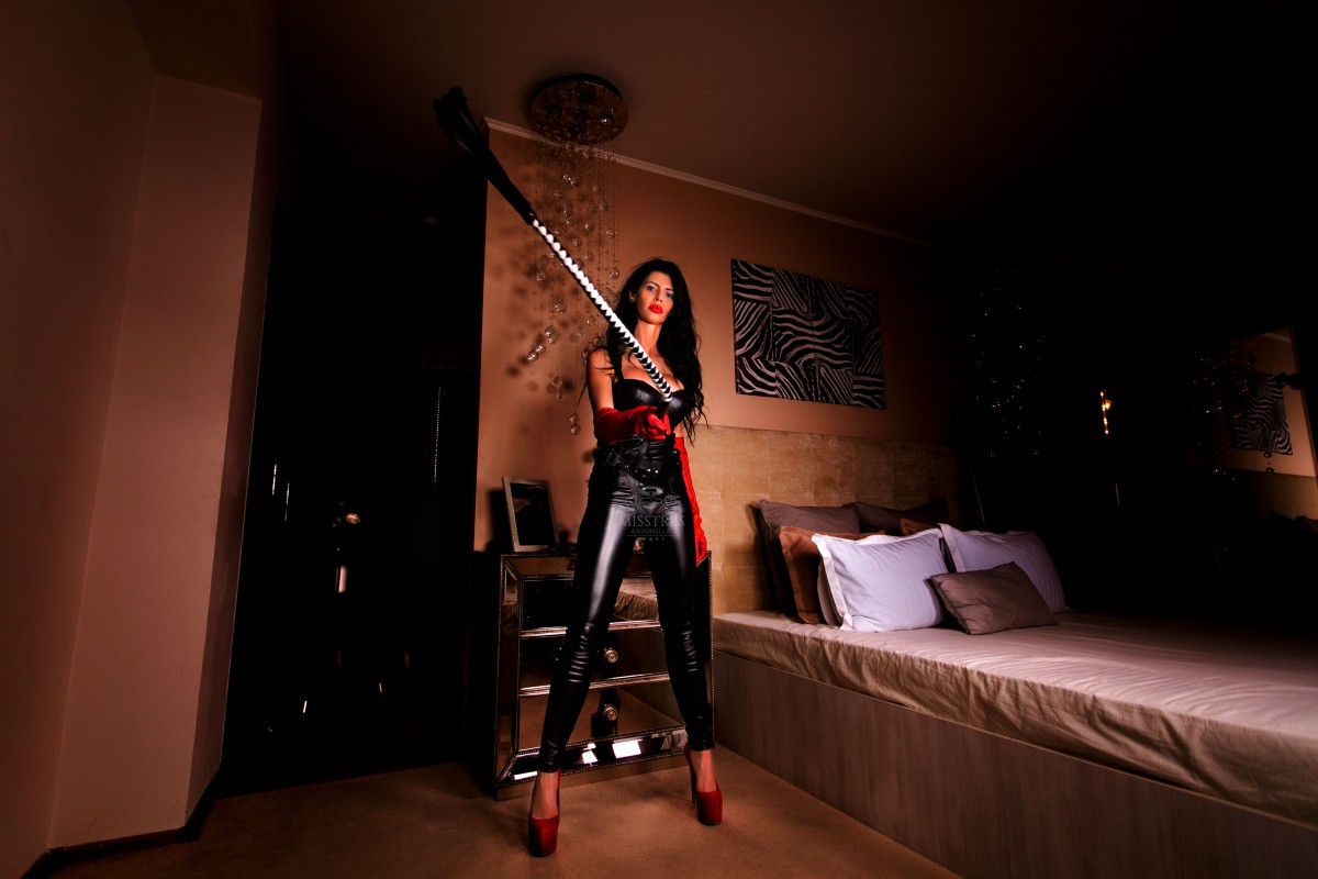 mistress antonella whipping naughty slaves