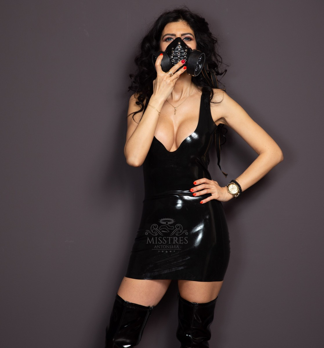 mistress antonella in latex dress with gas mask